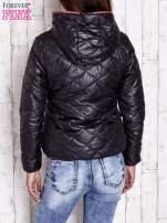 Czarna pikowana kurtka z futrzanym ociepleniem                                   zdj.                                  2