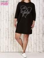 Czarna sukienka dresowa z dżetami PLUS SIZE                                  zdj.                                  2