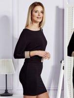 Czarna sukienka koktajlowa z biżuteryjnymi wstawkami                                  zdj.                                  3