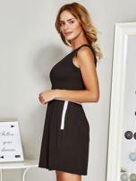 Czarna sukienka koktajlowa ze skórzaną wstawką                                  zdj.                                  5