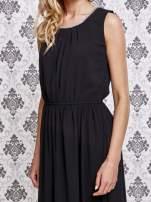 Czarna sukienka maxi z biżuteryjnym dekoltem                                  zdj.                                  5