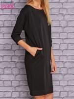 Czarna sukienka oversize ze ściągaczem                                  zdj.                                  4