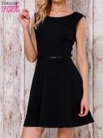 Czarna sukienka skater z satynową lamówką                                  zdj.                                  1