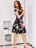 Czarna sukienka w bogate kwiatowe wzory                                  zdj.                                  4