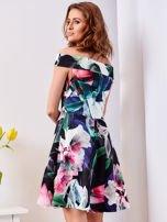 Czarna sukienka w egzotyczne desenie                                  zdj.                                  2