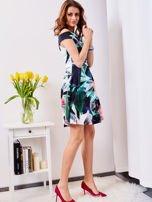 Czarna sukienka w egzotyczne desenie                                  zdj.                                  5