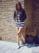 Czarna sukienka w paski ze sznurowanym dekoltem                                  zdj.                                  8