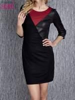Czarna sukienka z czerwonym wykończeniem przy dekolcie                                  zdj.                                  1