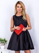 Czarna sukienka z perłowym połyskiem i kokardą                                  zdj.                                  1