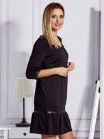 Czarna sukienka ze skórzanymi lamówkami                                  zdj.                                  5