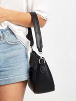 Czarna torebka z ażurową kieszenią                                  zdj.                                  3