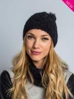Czarna włochata czapka z pomponem                                  zdj.                                  4