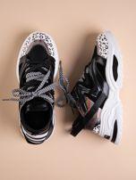 Czarne buty sportowe na platformie z podwójnymi sznurówkami                                  zdj.                                  1