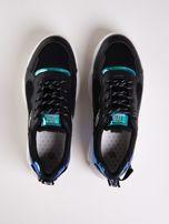 Czarne buty sportowe z holograficznymi wstawkami w kolorze błękitu                                  zdj.                                  2