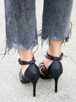 Czarne sandałki na szpilkach zapinane w kostce z ozdobnymi paseczkami i ćwiekami                                  zdj.                                  2