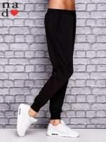 Czarne spodnie dresowe z zasuwaną kieszonką                                  zdj.                                  2