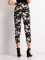 Czarne spodnie materiałowe w kwiaty                                  zdj.                                  2