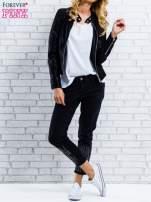 Czarne spodnie regular jeans z dżetami                                  zdj.                                  4