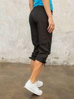Czarne spodnie sportowe capri z wiązaniem                                                                          zdj.                                                                         7