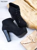 Czarne sznurowane botki na słupku z zamszu z ociepleniem                                  zdj.                                  2