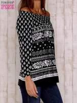 Czarno-biała bluzka z marszczeniem przy dekolcie