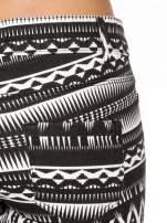 Czarno-białe spodnie rurki w azteckie wzory                                  zdj.                                  6