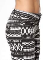 Czarno-białe spodnie rurki w azteckie wzory                                  zdj.                                  7