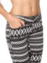 Czarno-białe spodnie rurki w azteckie wzory                                  zdj.                                  9