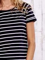 Czarno-biały t-shirt w paski                                  zdj.                                  6