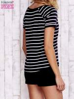 Czarno-biały t-shirt w paski                                  zdj.                                  5