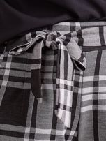 Czarno-szare spodnie w kratę z wiązaniem                                  zdj.                                  6