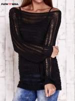 Czarny ażurowy sweter z dekoltem w łódkę FUNK N SOUL                                  zdj.                                  2