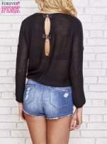 Czarny błyszczący sweter z koronkowymi wstawkami                                  zdj.                                  4