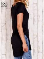 Czarny długi t-shirt z rozporkami z boku                                  zdj.                                  4