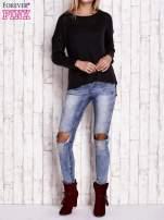 Czarny dzianinowy sweter z dłuższym tyłem                                  zdj.                                  4