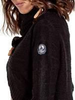 Czarny krótki sweter narzutka z kołnierzem