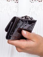 Czarny lakierowany portfel w motyle                                  zdj.                                  2