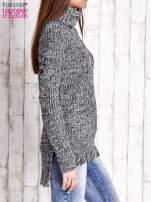 Czarny melanżowy sweter z golfem i frędzlami na dole                                   zdj.                                  3