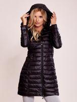 Czarny pikowany płaszcz z odpinanym kapturem                                  zdj.                                  5