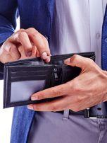 Czarny portfel dla mężczyzny z tłoczeniem                                  zdj.                                  3