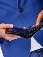 Czarny skórzany portfel męski z symetrycznymi tłoczeniami                                  zdj.                                  7