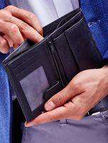 Czarny skórzany portfel męski z wytłoczeniem                                  zdj.                                  3