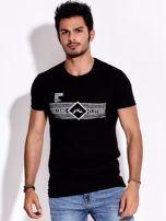 Czarny t-shirt męski z poziomym nadrukiem                                  zdj.                                  1