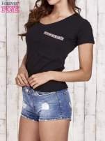 Czarny t-shirt z azteckim wykończeniem                                  zdj.                                  3