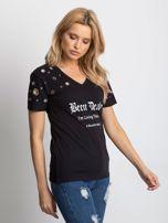 Czarny t-shirt z ażurowymi kółeczkami i napisem                                  zdj.                                  3