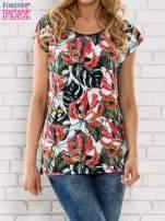 Czarny t-shirt z motywem egzotycznych kwiatów