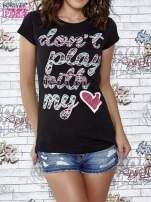 Czarny t-shirt z napisem DON'T PLAY WITH MY HEART                                  zdj.                                  1
