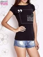 Czarny t-shirt z napisem STOP DREAMING START DOING                                                                          zdj.                                                                         1