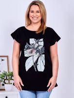 Czarny t-shirt z roślinnym motywem PLUS SIZE                                  zdj.                                  1