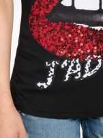 Czarny t-shirt z ustami z cekinów i rękawami z siateczki                                  zdj.                                  7